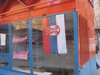 zaszlo_szerb_kosovskamitrovica.jpg